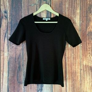 Elizabeth And James Solid Black Size Med Black Tee